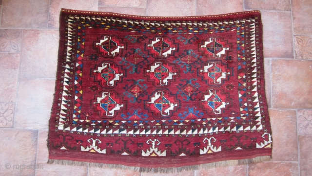 Superb Turkoman Middle Amu-Daria (MAD) chuval. 19th century. In very good condition with just one pen-tip tiny hole. All natural dyes. Fantastic design elements. Size is 130 X 94 cm.