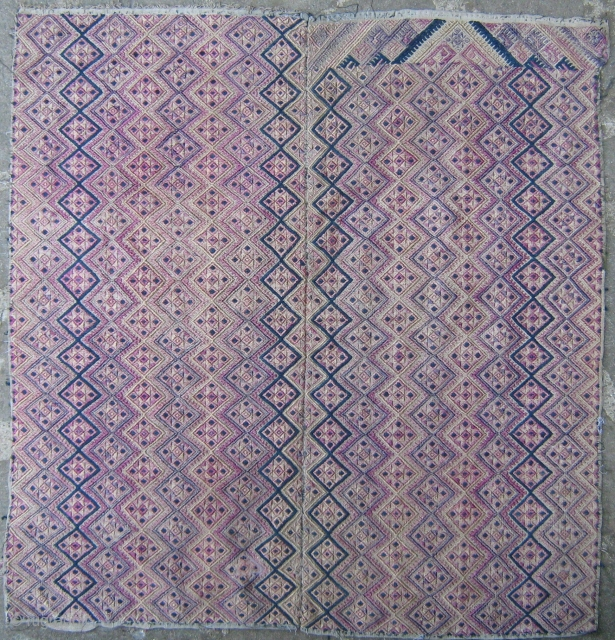 Beautiful Zhuang baby blanket,in good condition,fantastic embroidery,cm.69x70