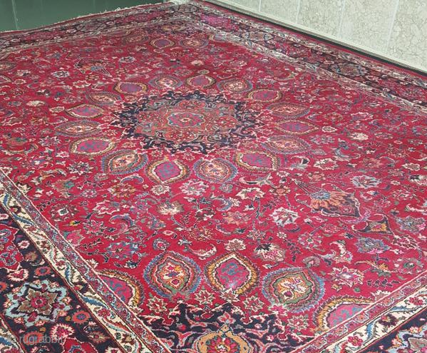 on offer is a mashhad persian rug belongs to 1920-1930. size: 300cm-400cm material: wool on cotton overall in good condition. airport-airport cost of shipping : 20 Euro