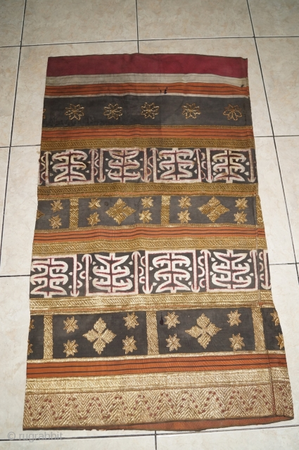 #rb054 Rare 19th century Indonesia Lampung south Sumatra Tapis cucuanda ceremonial cloth, natural color gold threat silk embroidery, size: 123 cm x 98 cm.