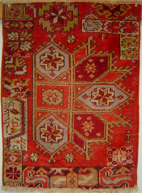 Yastik vagireh with Crivelli medallion, 19 x 26 inches. Central Anatolia, early 20th century. Unique piece.