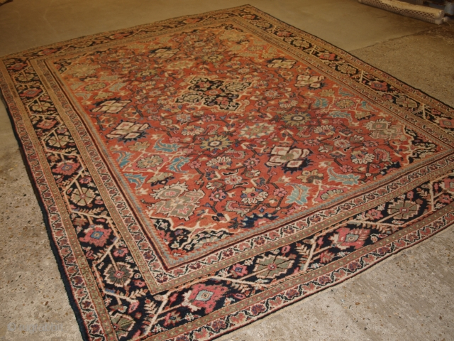 Antique Mahal carpet of very good room size in pastel colours. 