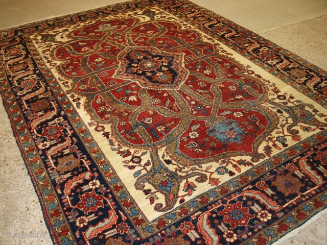 Heriz carpet, Size: 10ft 8in x 7ft 7in (326 x 231cm).