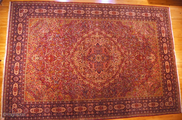 Persian Isfahan, c. 1920. 13 x 19 ft (390 x 570 cm), mint condition.