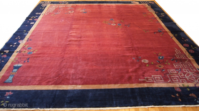 Chinerse Art Deco, c. 1920. 12 x 14 ft (360 x 420 cm), good condition.