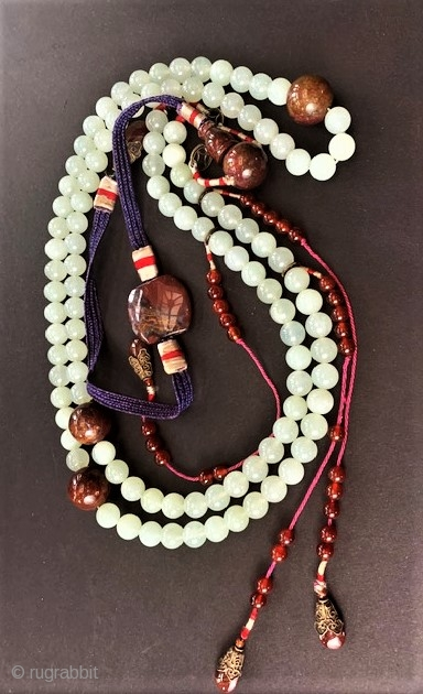 Mandarin rosary with jade and agate early 20th c