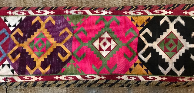 """Central Asian cross stitched Lakai style Surkanderya  band  measuring 12' 9"""" x 4"""" Wide Mint condition. Probably Uzbek"""