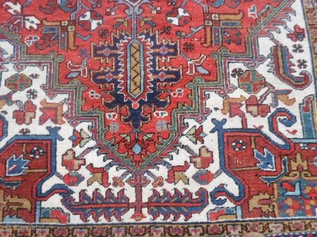Heris 280 x 180 cm. It is in good condition. The carpet has full pile. Natural dyes - Washed and ready for domestic use. More info, photos or price on request. Thanks for all your attention. All  ...