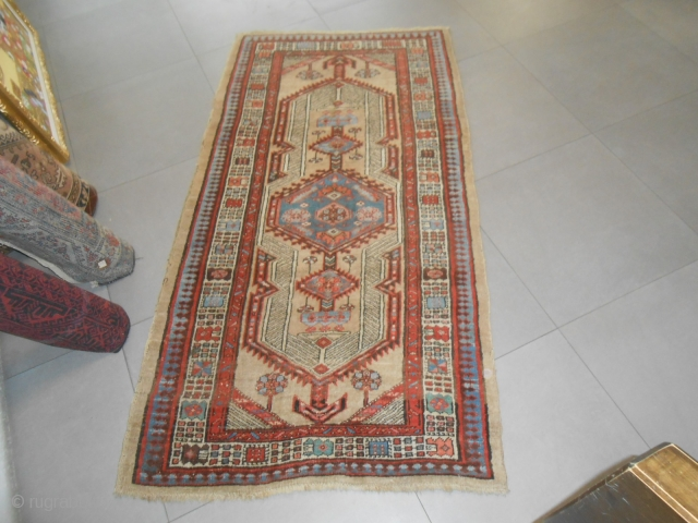 191 X 105 CM. VERY OLD AZERBAIJAN PERSIAN VILLAGE OF SARAAB. WOOL ON WOOL. VERY GOOD CONDITION. ALL ORIGINAL. NATURAL DYES. THIS CARPET HAS NOT BEEN WASHED when I have maked the photos. AT PRESENT the Saraab  ...