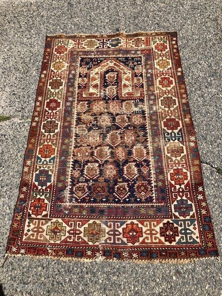 Beautiful Caucasian rug.  Natural colours and in good condition, very decorative piece!