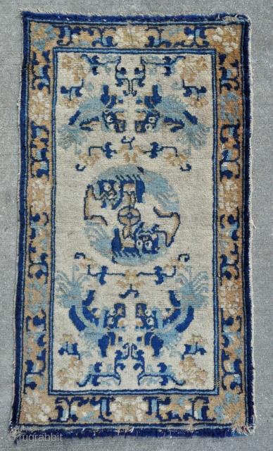 """Ningxia rug - 18th c. - 25"""" x 44"""" - 64 x 112 cm."""