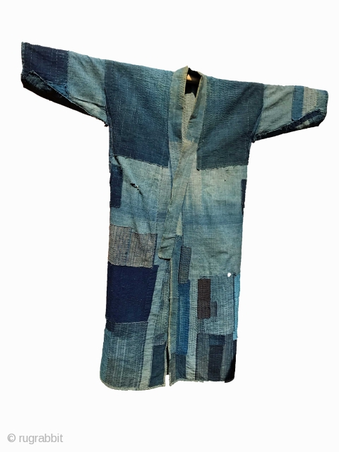 A long kimono in splendid condition. It is rare to find such long boro kimonos. It makes for a very handsome piece of decoration. It has a simple and clean collar. This  ...
