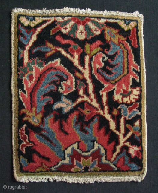 """Small Heriz sampler. Great condition and colors. Size: 13.5"""" x 17"""" - 35 cm x 43 cm."""