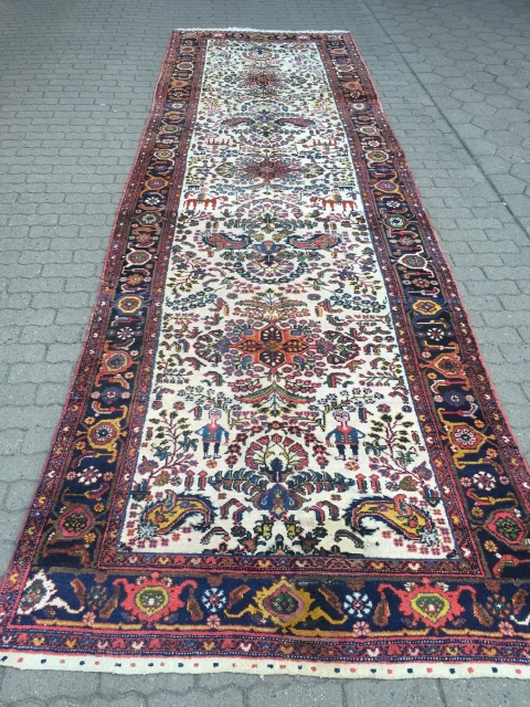 Persian Bakhtiary Kelley, lovely details like men on horses, size: ca. 490x150cm / 16'1''ft x 4'9''ft , age: circa 1920