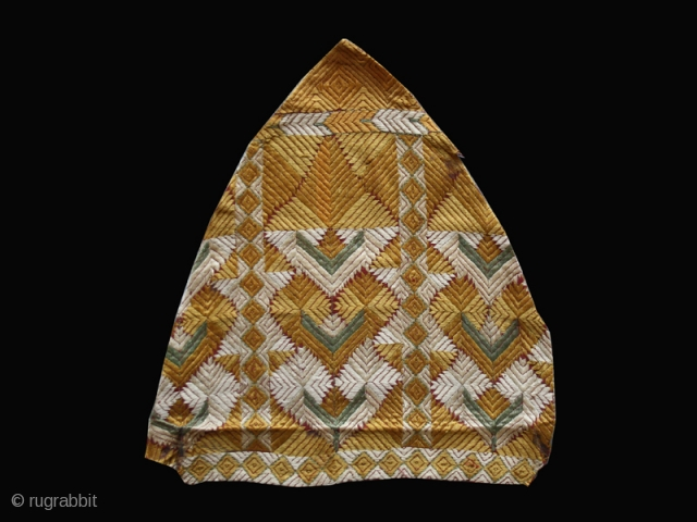 "Pair of Phulkari fragments cod. 0596. One of the item posted on my new website www.nonplusultra.cloud. Silk embroidery and natural dyes. India. 19th. century. Good condition. Cm. 36 x 36 ( 1'2""  ..."