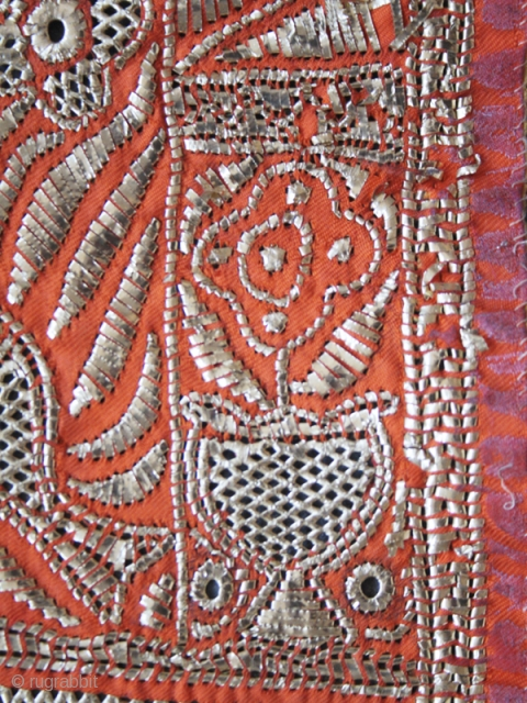 Ceremonial bridal veil cod. 0441. One of the new items just posted on my website www.nonplusultra.cloud. Metal strip-wrapped and pulled openwork on two-sided silk twill (one orange and the other yellow). Djerba  ...