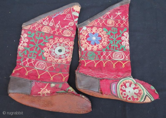 Antique silk embroidery uzbek pair of boot,37 x 27 cm