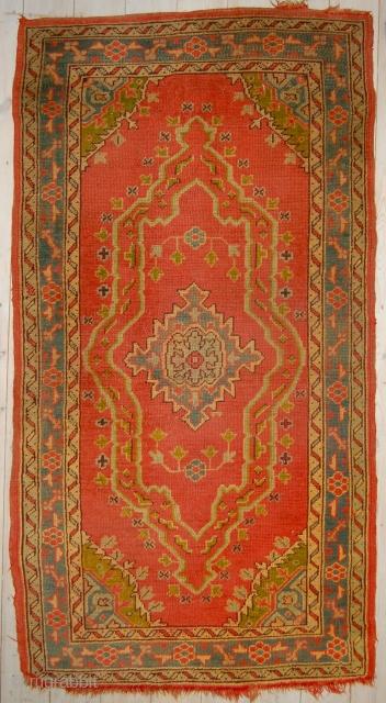 Small fancy Ushak rug. 183 x 98cm.