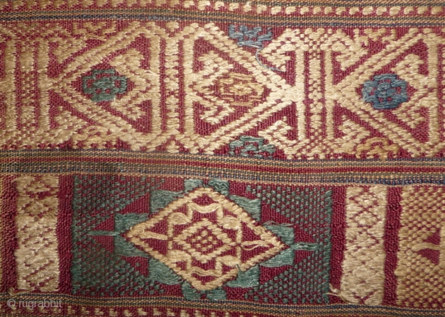 19th century lao textil fragment. beautiful design and true old colors. lao weaving from this age are quite rare.43x 71cm. complete width.