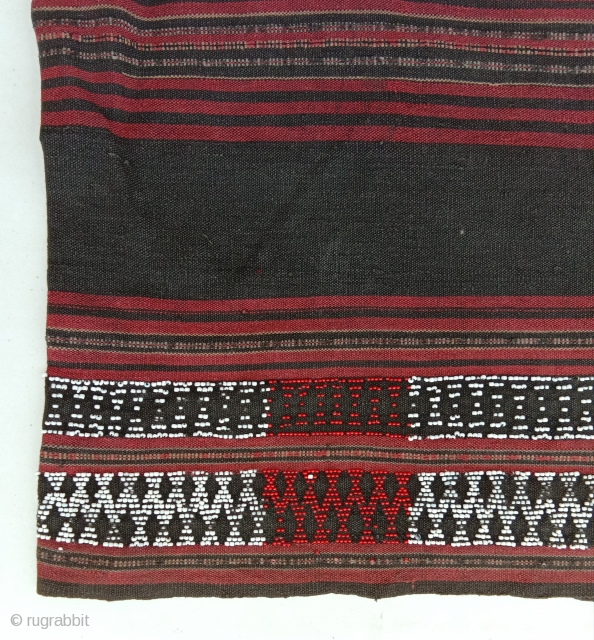 old tube skirt from the attapeu province in southern lao, cotton weave with inwoven glass pearl, very beautiful and complete textile..for this area  textles from that age are increasingly  rare  ...