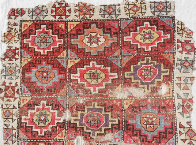 18th c. Konya Cappadocia Memling gul complete rug (detail picture) > Conserved and professionally mounted on linen.