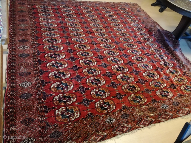 An antique extrem fine Tekke carpet with 280/270 cm. Demages, but complete.