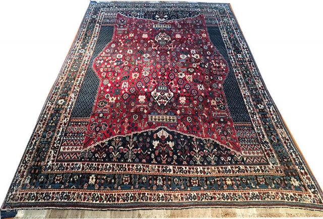 "Ver nice vintage SW Persian Qashqai. It is in mint condition and measures 5'-6"" x 9'."