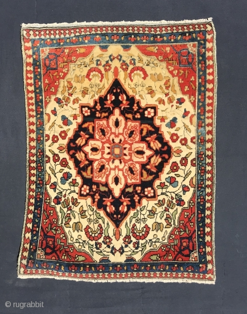 Ref 1623 Kashan probably workshop of Mohtashem. In good condition with Merino wool pile. Circa 1890. 3'0 x 1'6 - 90 x 44