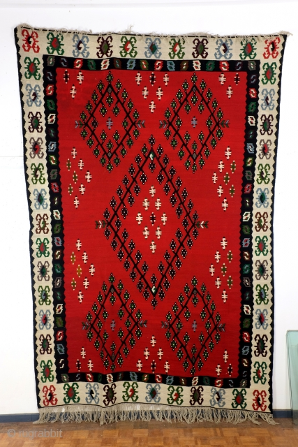 Great 'Sarkoy' kilim. Bulgarian, early 20th century, 30ies.  Clean no staines in perfect condition. 280 x 194 Cm. .3 feet x 6.5 feet.  These big area kilims are always thick and thight  ...