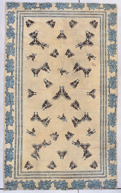 """Antique Ningxia Chinese Rug 4'7″ X 7'7″ This Ningxia Chinese rug measures 4'7"""" X 7'7"""" (143 x 235 cm). I have never seen a rug that even remotely resembles this one. The ivory  ..."""