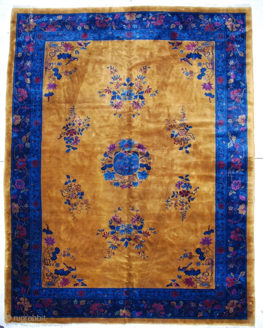 """#6780 Mandarin Chinese Rug  This Mandarin Art Deco Chinese rug measures 9'11"""" by 12'10"""".  It has a yellow gold field with a center medallion containing a bird surrounded by flowers, all in  ..."""