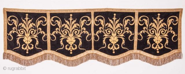 European Applique Hanging 70 x 212 cm / 2'3'' x 6'11''