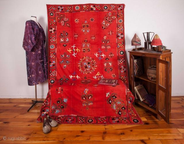 Central Asian Uzbek Suzani  171 x 264 cm / 5'7'' x 8'7''