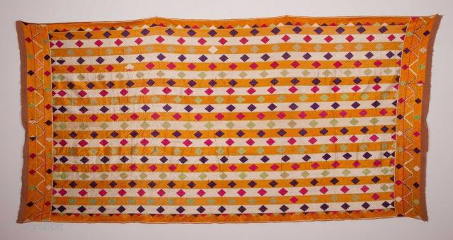 Phulkari 120 x 232 cm / 3'11'' x 7'7''
