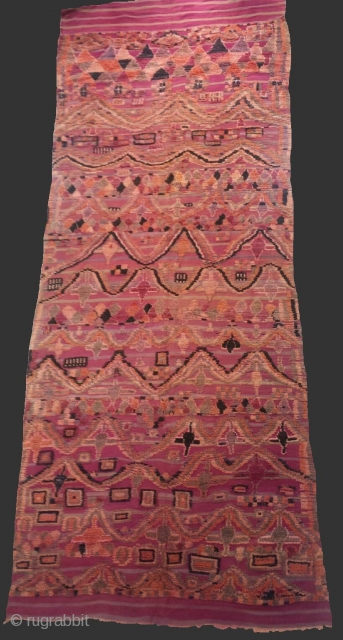 "Fantastic and unusual moroccan berber rug from Ait bou IChaouen ""Talsint area - Eastern Morocco""..Wool..450 x 175 cm ( 14'8 x 5'7)