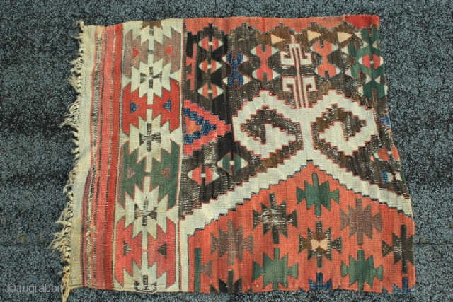 antique kilim anatolian nomadic weave fragment with orginal fringes the central motiv is havey layered Picture 5.- slit tapastry integral warp depressed 2ply white wool wrapped round colorful wool 1 ply horizontal  ...