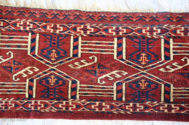 Antique Turkman Kedjebe Torba. Likely Kizil Ayak? Circa 1850 - 70. Asymmetric open right. All excellent dyes, with real green and a good yellow. Typical terra cotta red. Good condition with good  ...