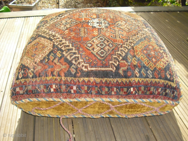 1900 large Qashqai pillow - very rare - the velvety back must be restored, a view cracks - the front is in a great condition - will benefit from a cleaning, Size:  ...