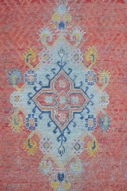 Exceptional West Anatolian Carpet with an Ushak type Medallion. The field is ornamented with different shades of apricot. Some damages on the upper right side. 173 x 106 cm