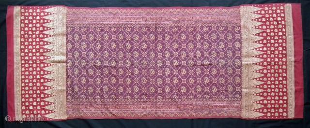 Shoulder cloth. Palembang. Indonesia Material: Silk, metallic yarn brocade. Size: 192x75cm. Circa: 1920.