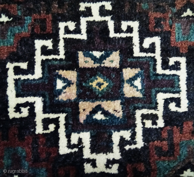 Antique Baluch bag face, Memling design, great colors and natural colors.