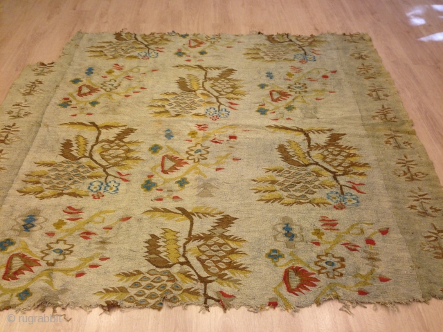 This is  basarbiyan kilim, it was woven by the christian people on the western  coast of the Black Sea  and its size is 190x180. The begining borders (the frenches  ...