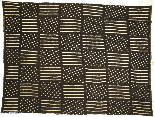 # 805 Mud cloth, 94/126 cm, Mali, mid 20th century, dyed cotton flatweave in seven panels, sewn together, in good condition. 