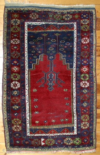 Central Anatolian Prayer Rug with a design that shows Ladik influences,but is certainly an anonymus village weaving. 165x114 cm.W/W. Around 1900.