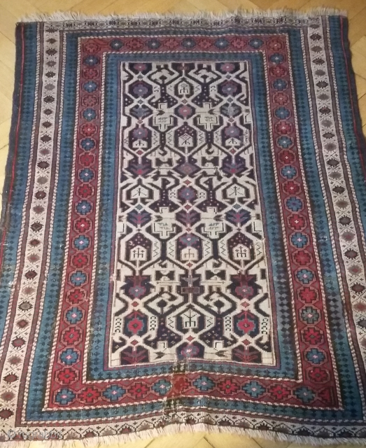 Kuba ( Konagend) 130/112 cm. 19th C.Loss of borders on top and bottom. Small repairs of corroded wool in the border, a tear has been reknotted.But....the beautiful field with its complex design  ...