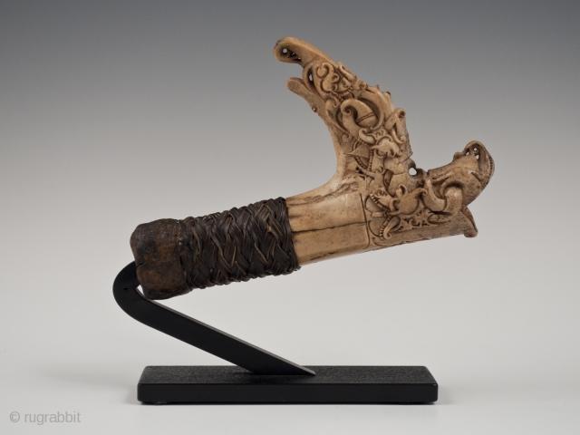 "Mandau handle, Kenyah/Kayan people, Borneo, Indonesia. Horn, rattan, wood. Late 19th to early 20th century. 5"" (12.7 cm) long"