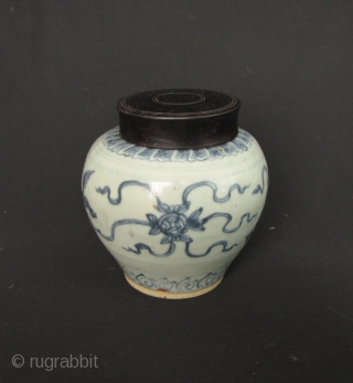 Ming Jar: Blue and white Ming Dynasty baluster jar, circa Wanli reign (1572CE-1620CE). It has a crack on the mouthrim, noted in enlargements otherwise good condition. Free wooden lid included. D: 15,2cm/6in  ...