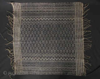 Charming embroidered kerchief used for wrapping silver jewelry from the Yao/Mien people. In perfect condition made from all handspun and hand woven white and indigo dyed thread about 40 to 60 years  ...
