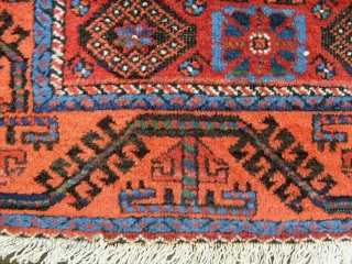 INTERESTING LITTLE EAST PERSIAN RUG WITH MINA-KHANI PATTERN, BRILLIANT WOOL AND JUICY COLOURS, BLACK HAEVELY CORRODED, 93CM X 131CM