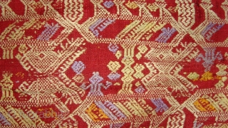 Rare outstanding Tai Daeng weaving, silk supplementary weft with silk embroideries. Laos.    1.30 x 0.79 M.  Early 19 century.